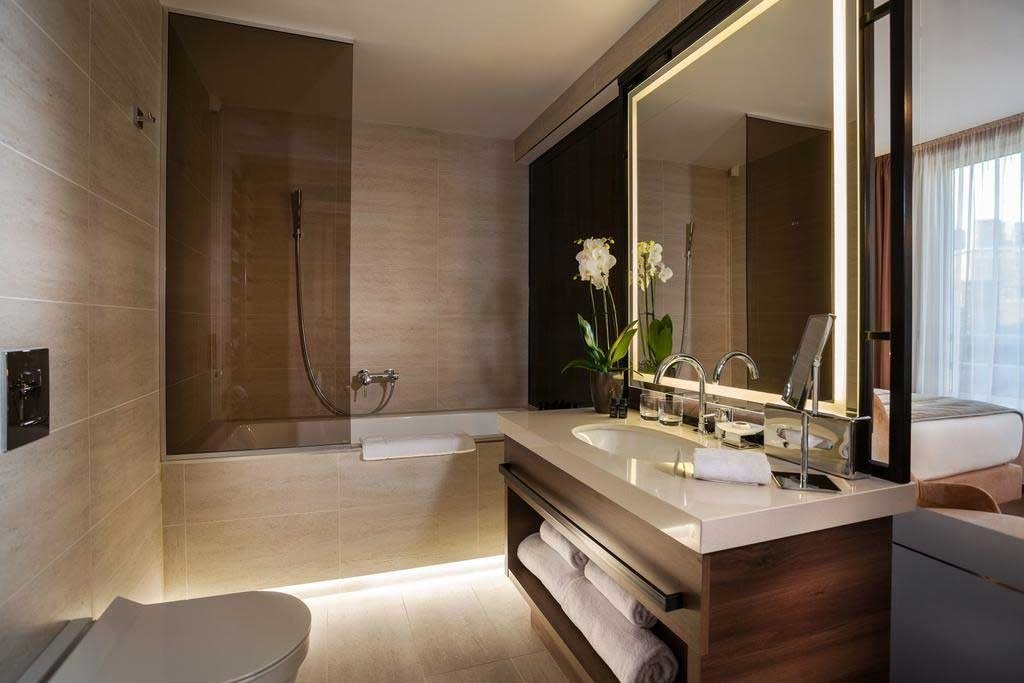 Saint Ten Hotel - banyo